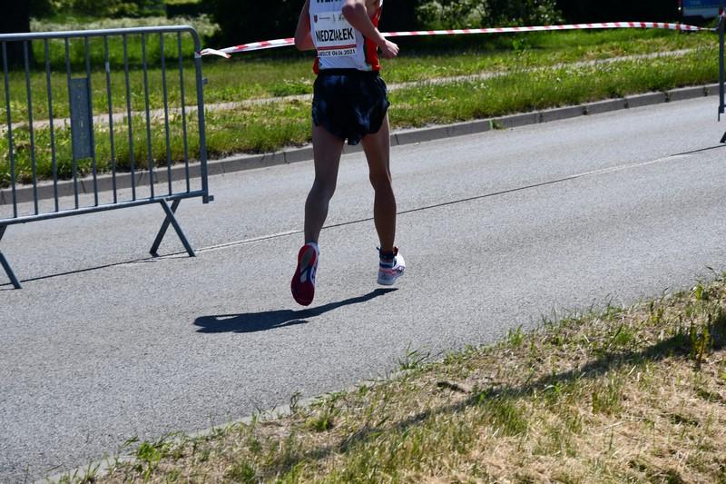 zawodnik podczas chodu na trasie mistrzostw