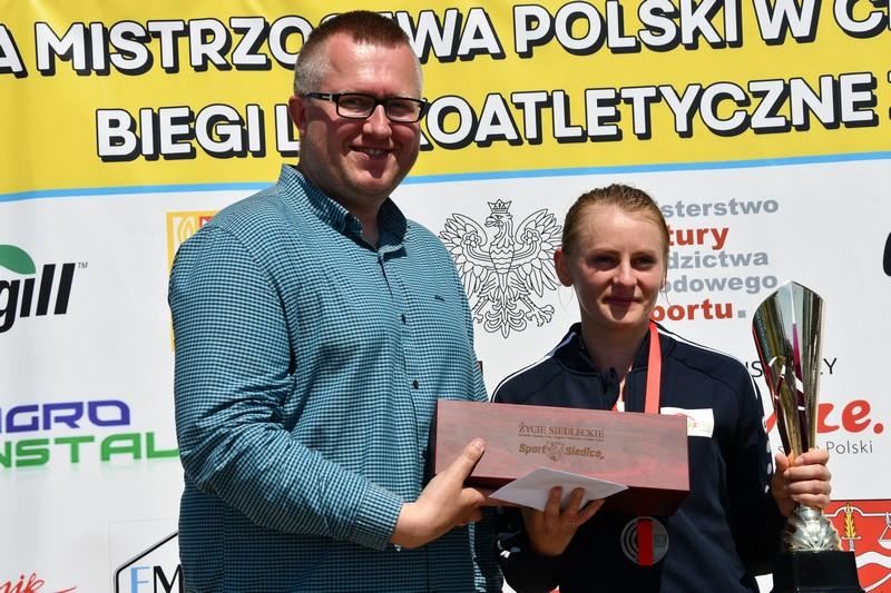 wręczenie pucharu i nagród podczas Mistrzostw Polski w chodzie sportowym na 20 km